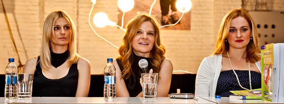 """Autorka kolumne, Tijana Vraneš (u sredini), na promociji svoje knjige """"Prva godina u džepu"""""""