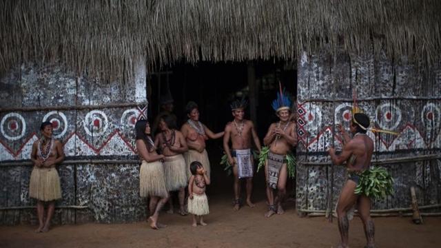 U Brazilu se muškarci poklonima takmiče (Foto: Wittyfeed.com)