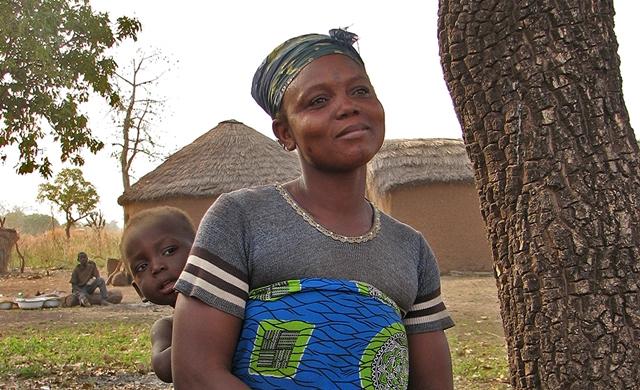U Gani žena posle smrti muža spava sa strancem (Foto: Wittyfeed.com)