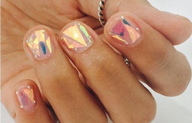 Nova ideja za jesenji manikir - nokti od stakla (foto: Instagram)