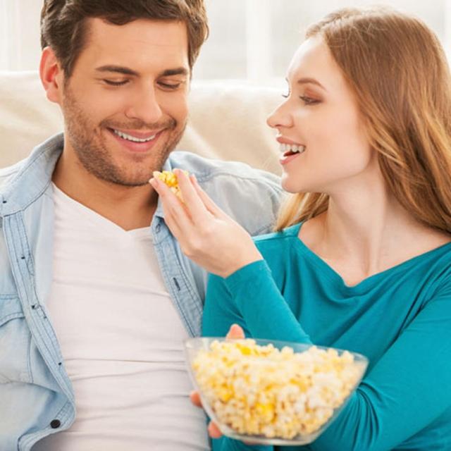Ponekd je dobro jednostavno ostati kod kuće i pogledati dobar film (foto: Wittyfeed.com)
