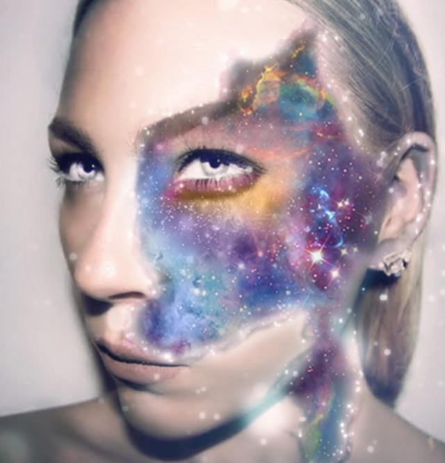 Beleg na licu joj je inspiracija za različite kreacije (foto: Screenshot)