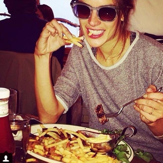 Priznaje da ne vodi mnogo računa o tome šta jede (foto: Instagram)