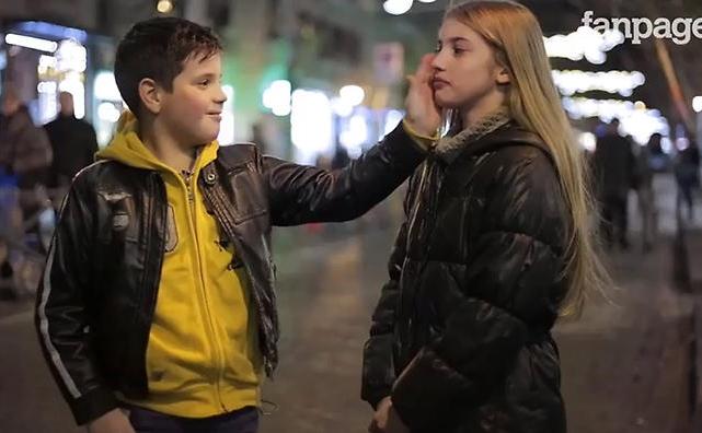 Reakcije dečaka na molbu da ošamare devojčicu (foto: Screenshot)