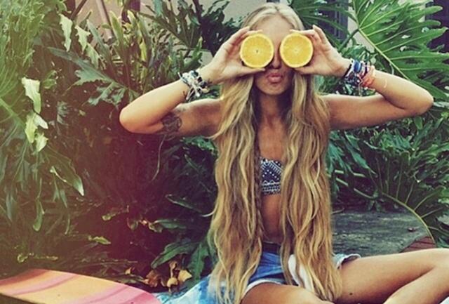 Sunce i prirodni peparati su savršena kombinacija za bojenje kose (foto: Pinterest)