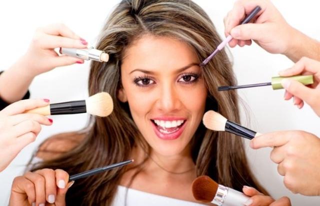 Da li je šminkanje loše po naše zdravlje? (foto: coursefeeder.com)