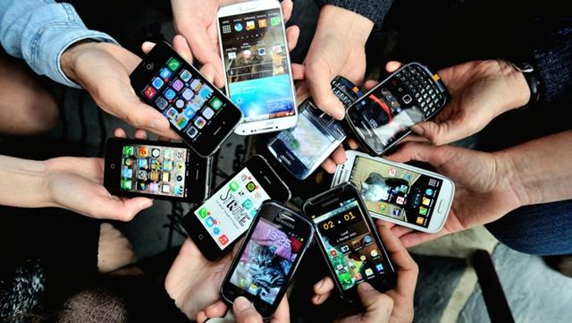 Preterano korišćenje telefona može imati ozbiljne posledice po vaše zdravlje (foto: iostudionews.it)