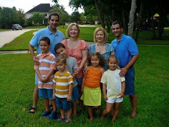 Porodice sa dve generacije jednojajčanih blizanaca (foto: Facebook)