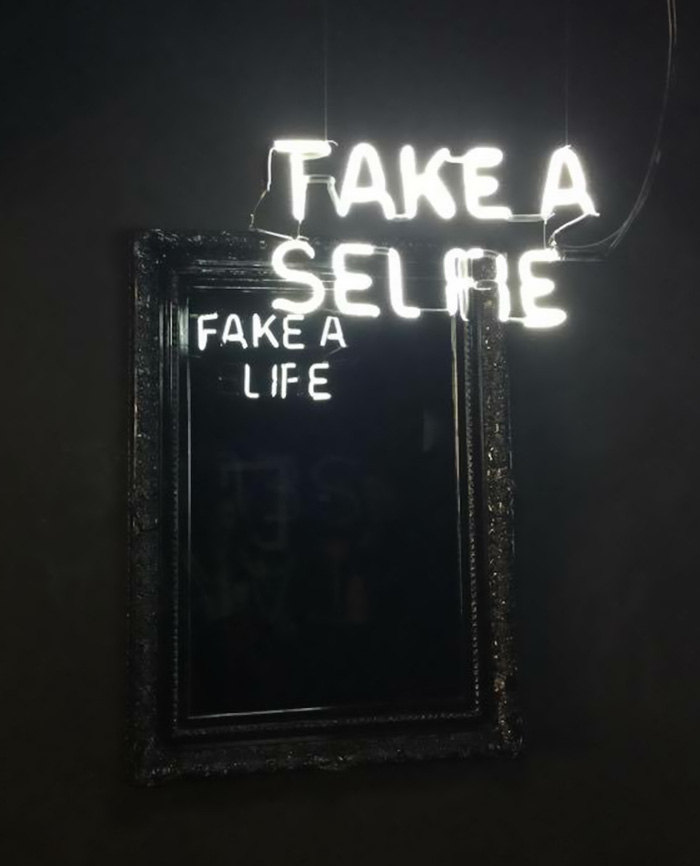 neon-ogledalo-1